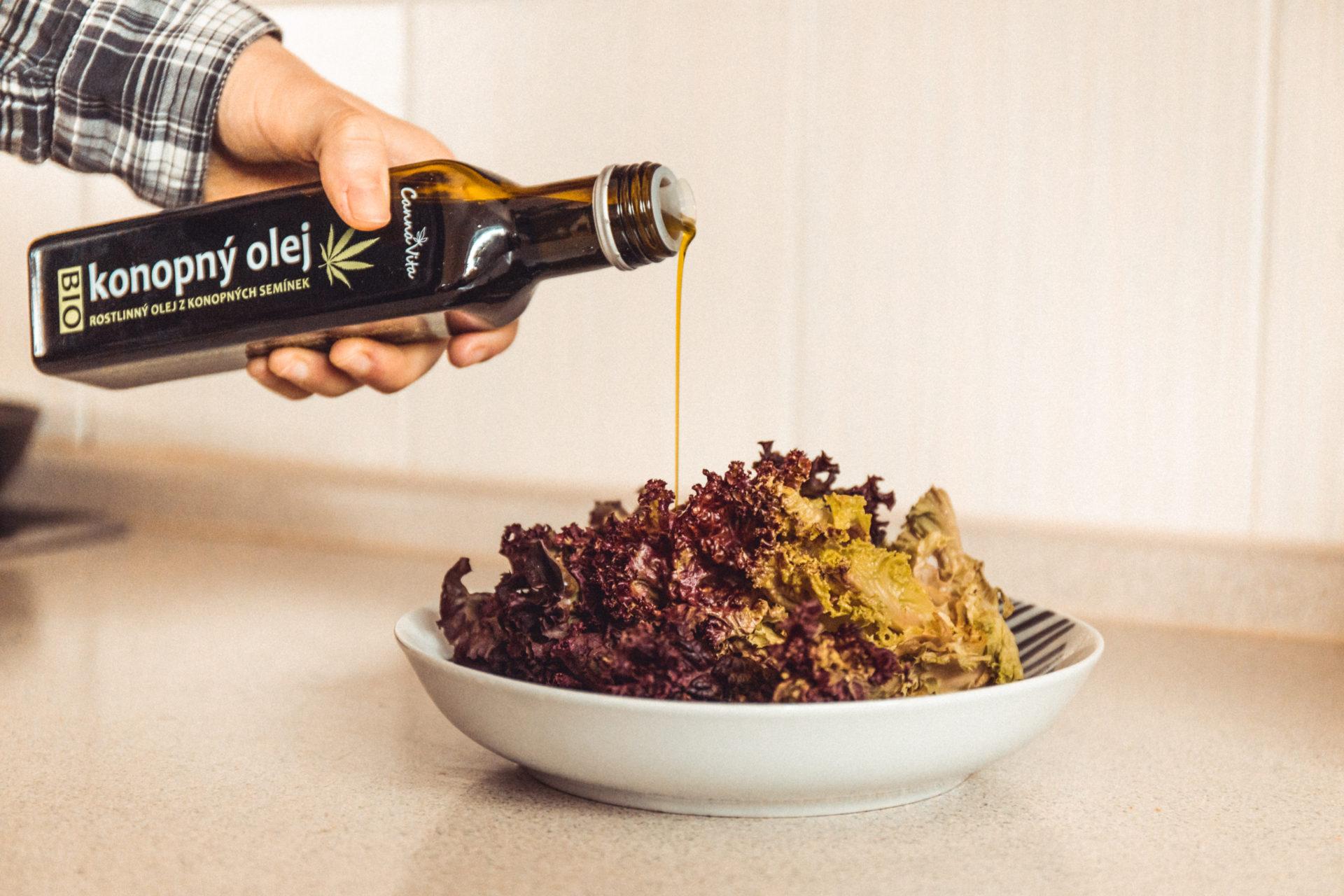 Salát s konopným olejem